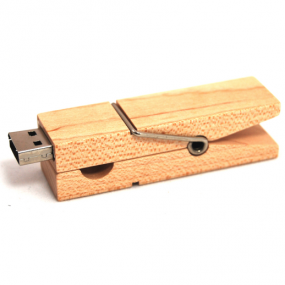 Chiavetta di memoria 8GB in legno a forma di molletta. Su richiesta è...