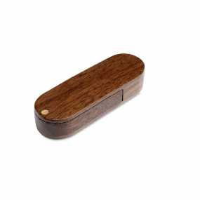USB Flash Drive in legno con meccanismo a rotazione.
