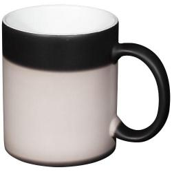 Questa tazza in ceramica dal design classico è dotata ...