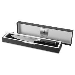Il coltello è presentato in elegante confezione regalo...